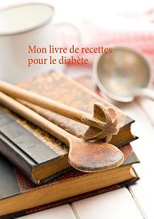 Cuillère de bois sur livres de recettes