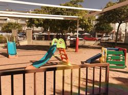 Patio y zona de juegos infantil