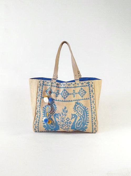 Tote bag de yute natural con diseño bordado y detalles de pompones
