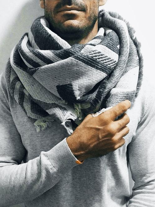 Bufanda de invierno bordada gris