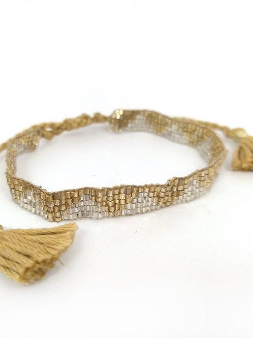 Pulsera con beads de piedras naturales color dorado y blanco
