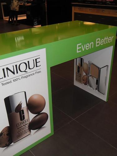 InStore CLINIQUE Table