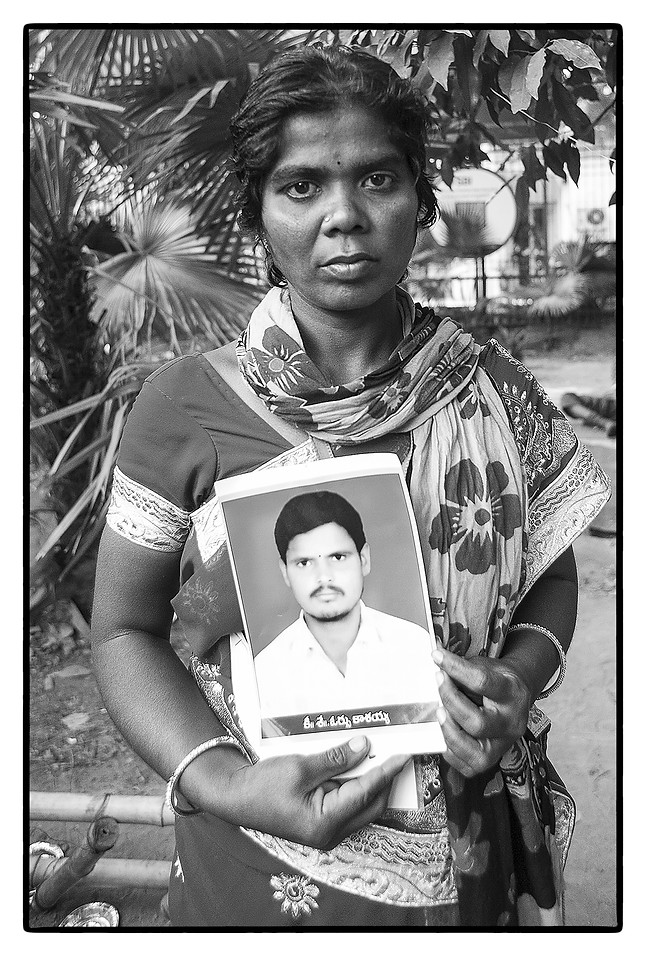 Kavitha with photo of her husband O. Kasayya – a tenant farmer who was unable to repay a farm loan of $ 5730 and committed suicide.
