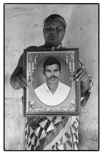 Shakuntala wiith photo of her husband Swaminathan, tenant farmer, village Arulmuzhithevan, Tamil Nadu.  Swaminathan  'died due to heart attack.'