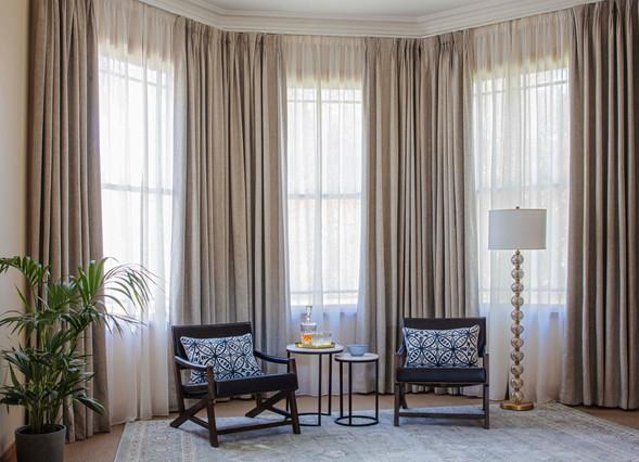 Curtain on bay window