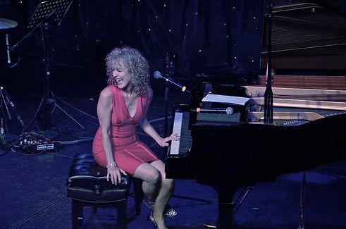 Judy+Carmichael+laughing-turning+at+piano+High+res.jpg