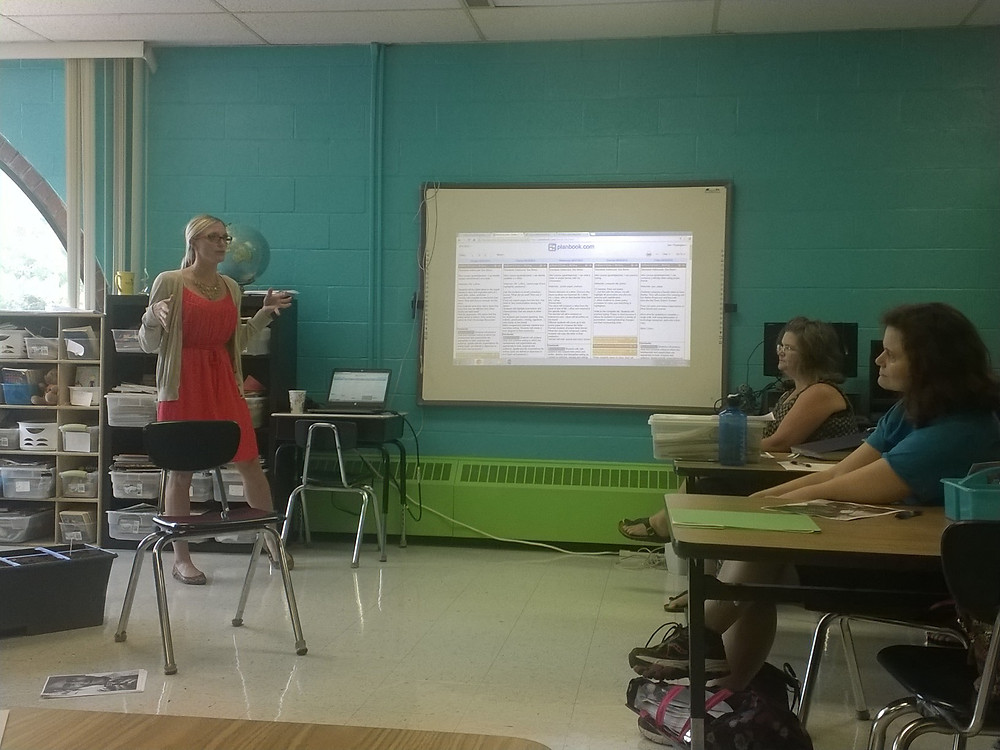 Teacher Liz Stanley shows community educators Plan Book, her online lesson planning tool.
