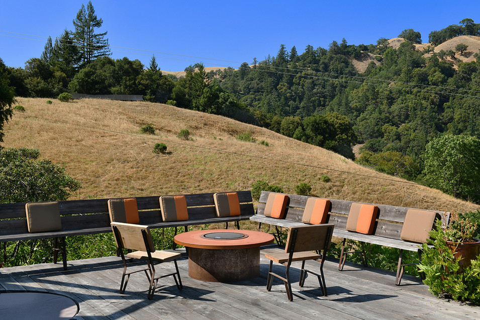 Wrap around seating on the deck