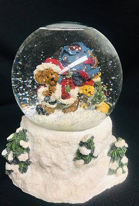 Boyds Bear Musical Christmas Snow Globe, Year 2000, Santa Bear, Let it Snow song