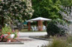 Camping Au Bord du Loir, situé au coeur de la Vallée du Loir en Sarthe, à proximité du Zoo de la Flèche et des 24 Heures du Mans. Idéal pour vacances en famille, pêche, détente, nature, visites des Châteaux de la Loire.