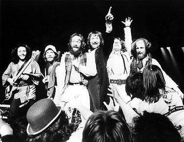 Band-end-of-show-1977-1024x792.jpg