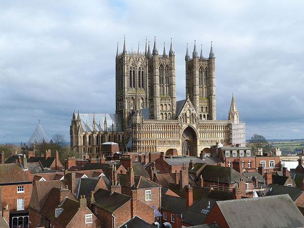 Lincoln_Cathedral_viewed_from_Lincoln_Castle.jpg