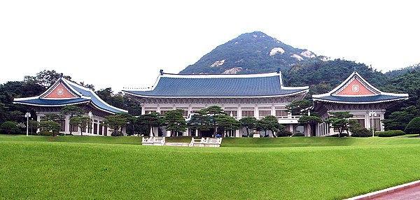 600px-Korea-Seoul-Blue_House_(Cheongwada
