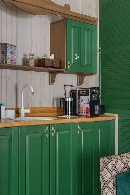 green-kitchen-max-vakhtbovych-pexels.jpg.webp
