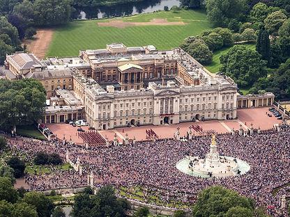 Buckingham_Palace_aerial_view_2016_(cropped).jpg
