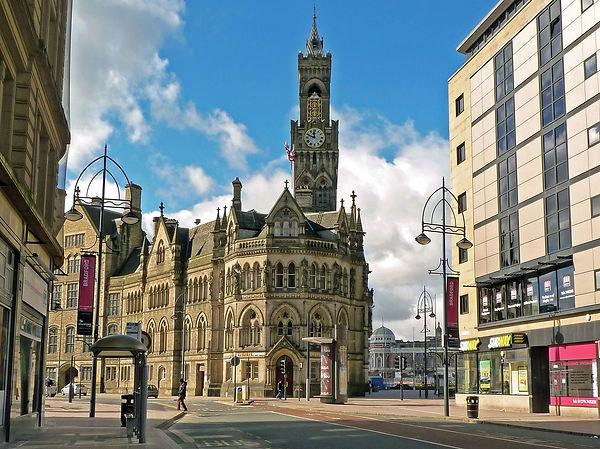 Town-hall-Bradford-West-Yorkshire-Eng.jpg