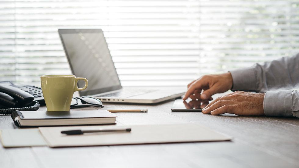 businessman-working-at-office-desk-PRFHX