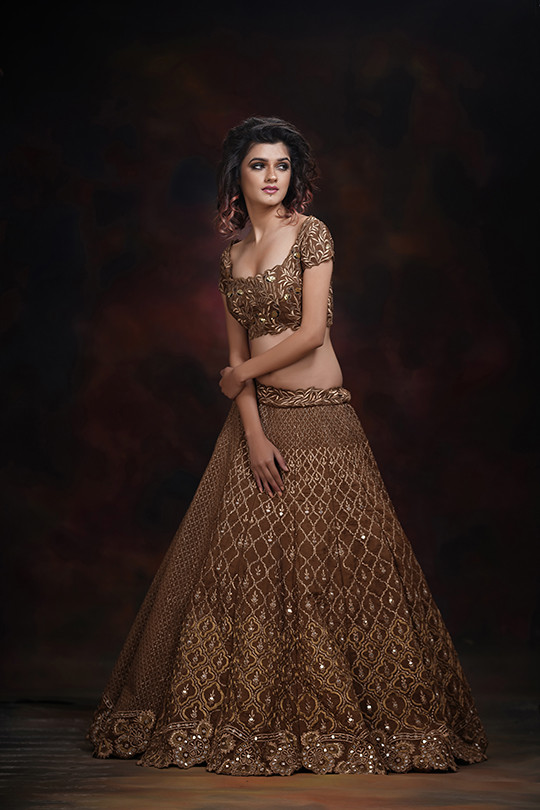 ShrutiS_golden lehenga.jpg