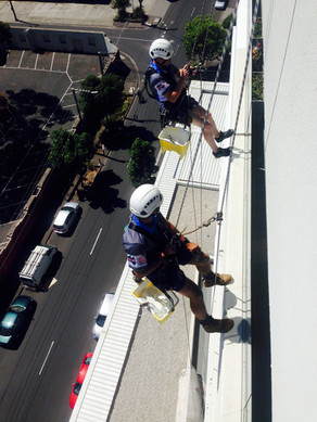 Leighs Window Cleaning Abseiling