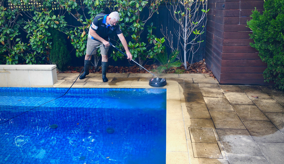 Leighs Window Cleaning - Leigh PRessure cleaning pool pavers.