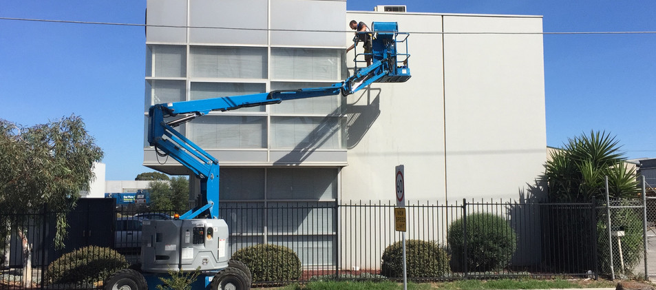 Leighs Window Cleaning Lifter access