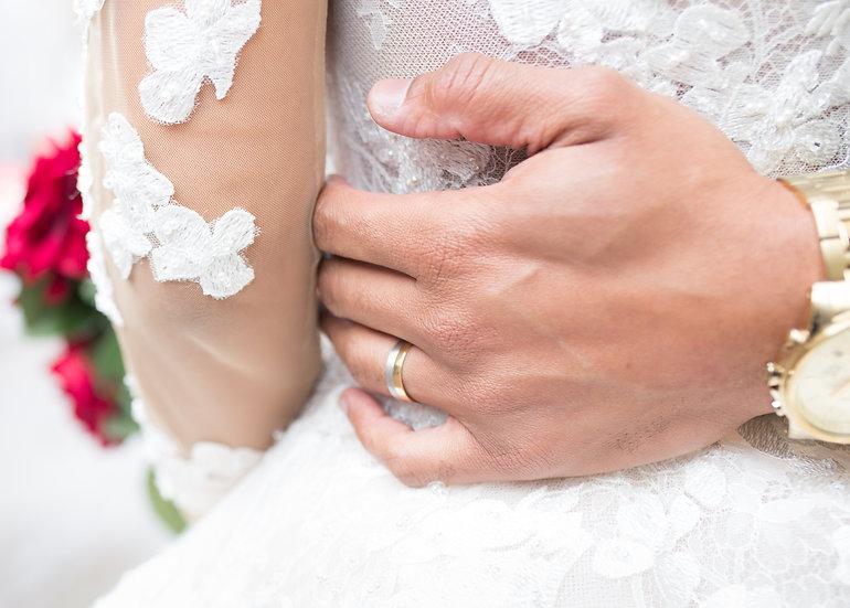 Hand holding waist croydon photographer