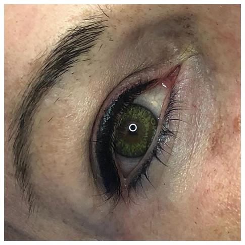 Heavy upper and light lower eyeliner