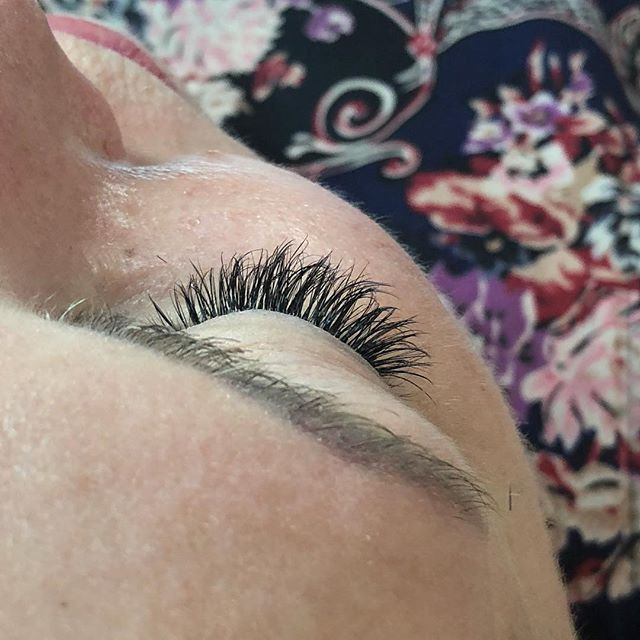SHort light volume  Lash extensions