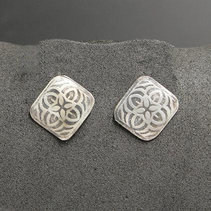 Square design post earrings