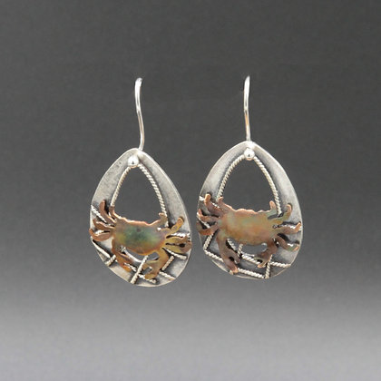 Netted crab oval earrings