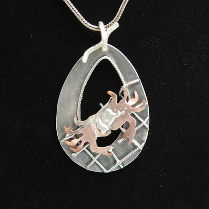 Netted crab oval pendant