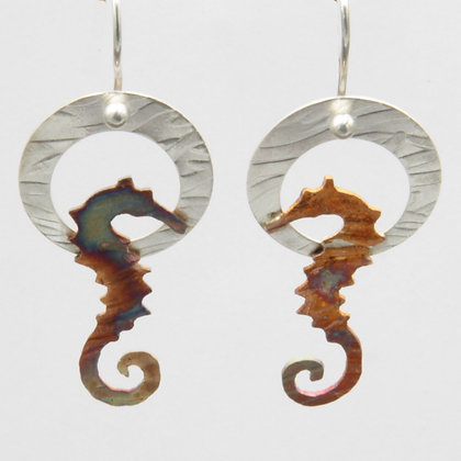 Seahorse circle earrings