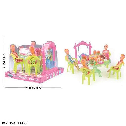 Игрушка детская:столовый набор + 4 куклы