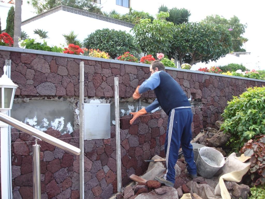 Jardineras_piedra_picón_La_Matanza_(2)