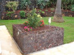 Jardineras_piedra_picón_La_Matanza_(1)