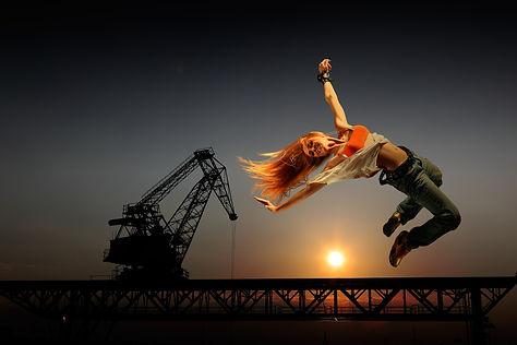 joyful-leap-1461098_1920.jpg
