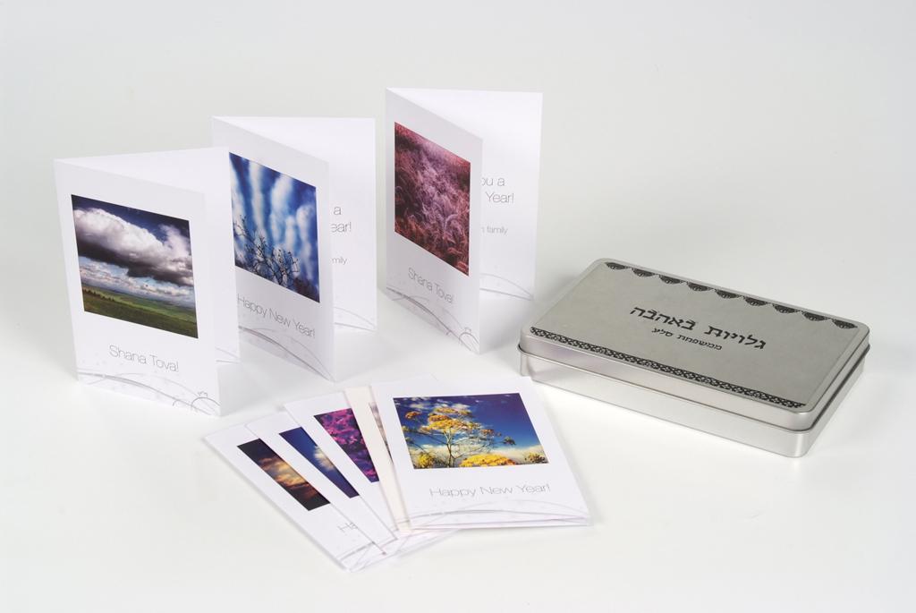 ערכת גלויות בקופסאת פח ממותגת.JPG