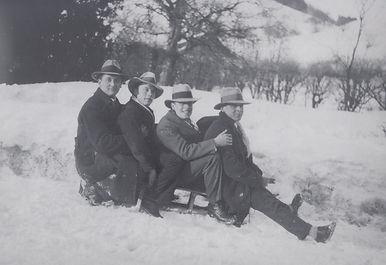 1930 W. Schwob und die Weisskopfs.jpg