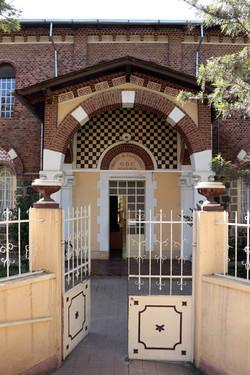 Asmara,_museo_nazionale,_ingresso.jpg
