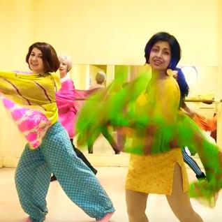 la danse Bollywood , haut en couleurs