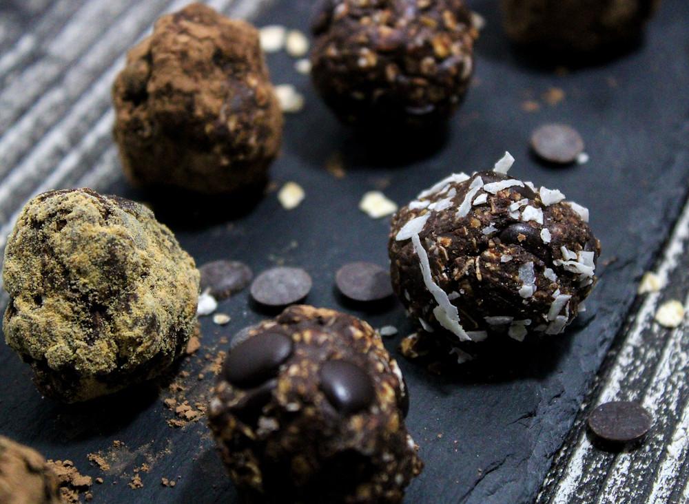 Double chocolate tahini balls vegan