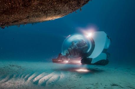 Sub at wreck
