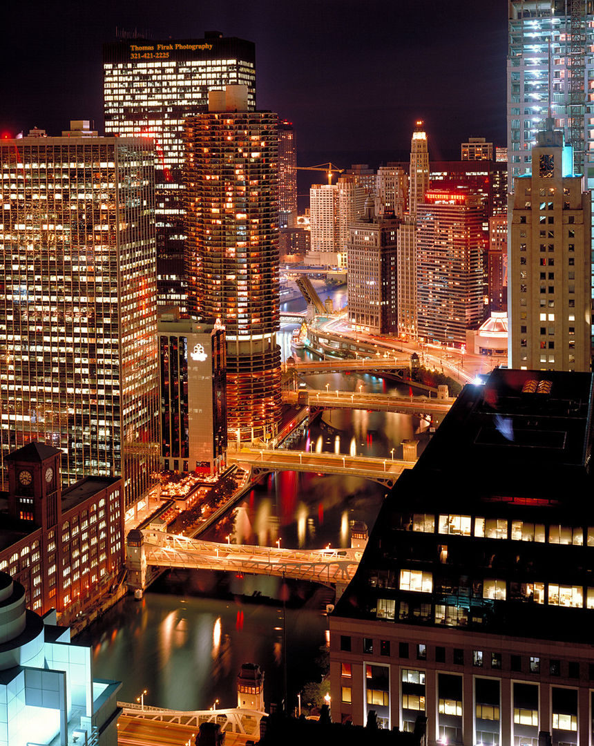 Chicago River at Night.jpg
