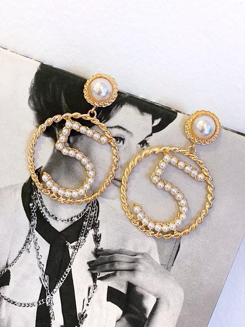 Orecchini Dorati Grandi Logo 5 Perline Bianche e bottone perla