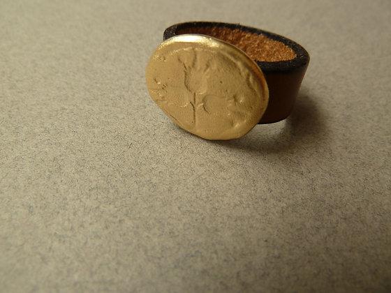 טבעת עור עם סמל רימונים