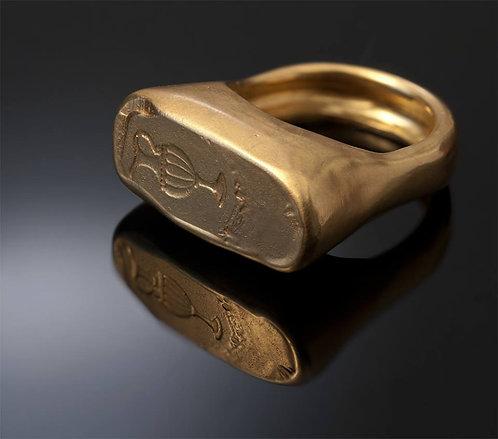 טבעת גדולה עם סמל כד