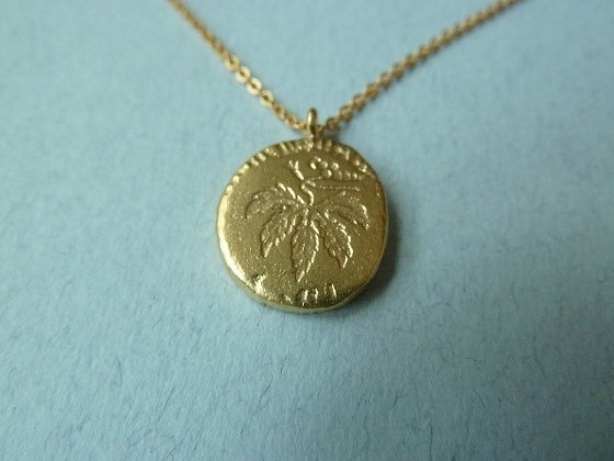 Goldfilled necklace with leaf coin