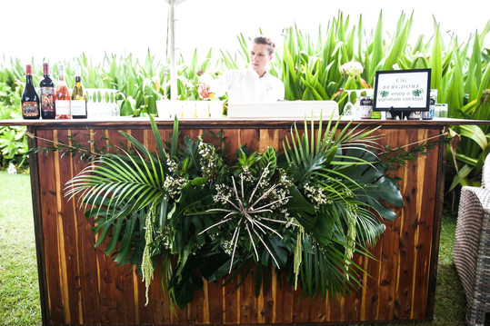 Kiawe Bar with Bar Front Florals