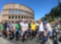 Gruppo al Colosseo.JPG