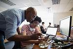 Leraar helpen een Student